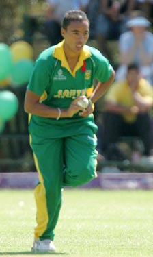Alicia Smith comes into bowl (Photo: ICC)