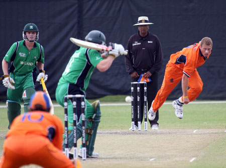 Edgar Schiferli bowling against Ireland (Photo: CricketEurope)